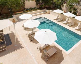 Offerte per la tua estate in Puglia in un bed and breakfast con piscina a vicino al mare.